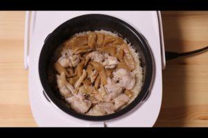 メンマと鶏肉の炊き込みご飯が炊きあがったシーン