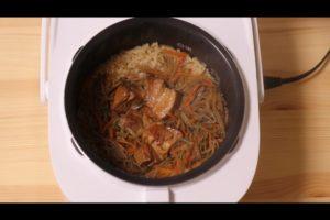 炊き上がったセブンイレブンのきんぴらごぼうと豚角煮の炊き込みご飯
