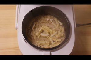 炊きあがった新生姜の炊き込みご飯